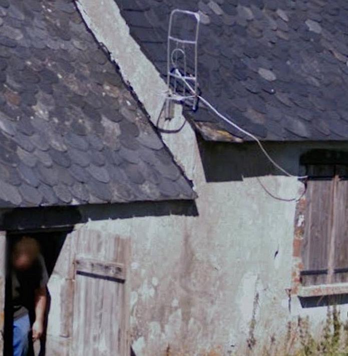 Photos d 39 antennes droles hors normes for Antenne cellulaire maison